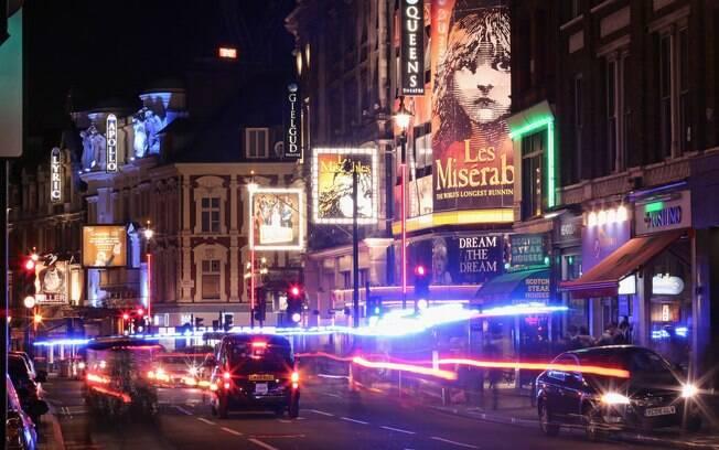 O Soho possui teatros e shows de diversos estilos musicais