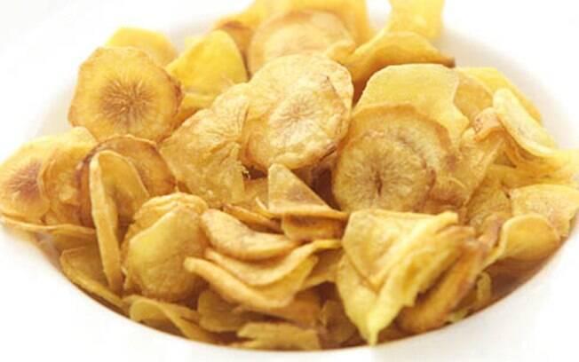 O chips de mandioquinha é um ótimo aperitivo; veja a receita completa