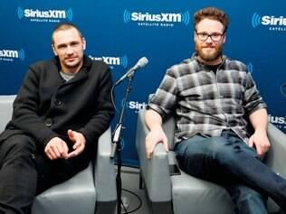 Dupla. James Franco e Seth Rogen, protagonistas da comédia que está no centro da polêmica, cancelaram suas aparições públicas