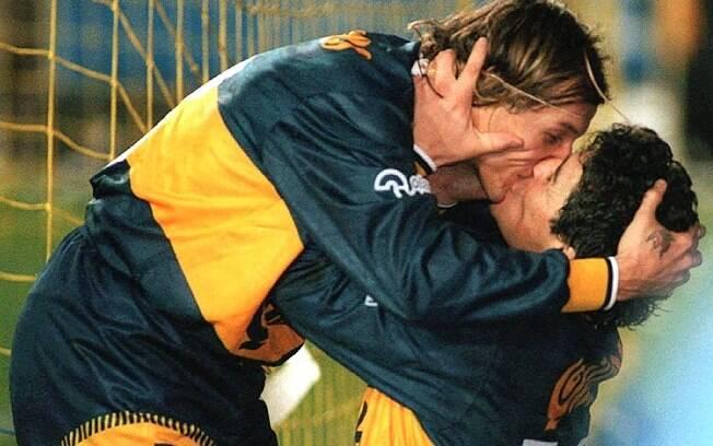 O beijaço de Maradona em Caniggia, pelo Boca Juniors, ficou para a história