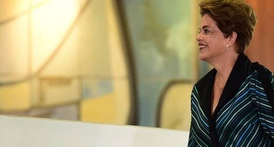 Vamos resistir e lutar para retornar, afirma Dilma