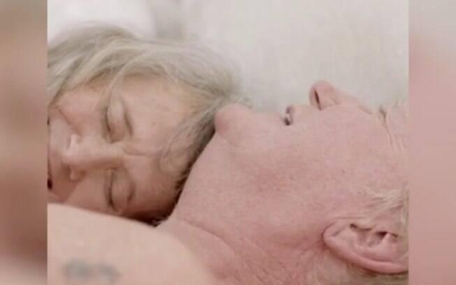 O casal acredita que o sexo na terceira idade vai além de um prazer físico, é uma forma de ligar a alma