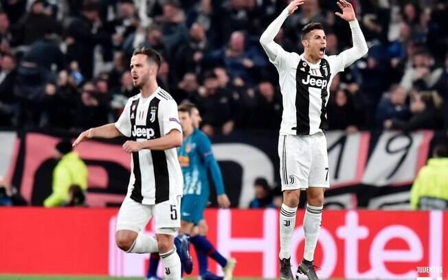 Cristiano Ronaldo fez três pela Juventus nas oitavas