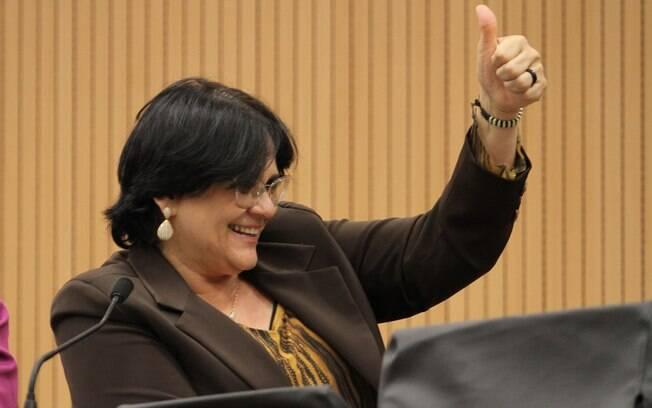 Ministra do Ministério da Mulher, da Familia e dos Direitos Humanos, Damares Alves busca um marido no Tinder