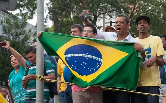 Movimentação em frente à residência do ex-presidente da República, Luiz Inácio Lula da Silva, em São Bernardo do Campo (SP), na manhã desta sexta-feira (4). . Foto: Rodrigo Robatini/Futura Press - 4.3.16