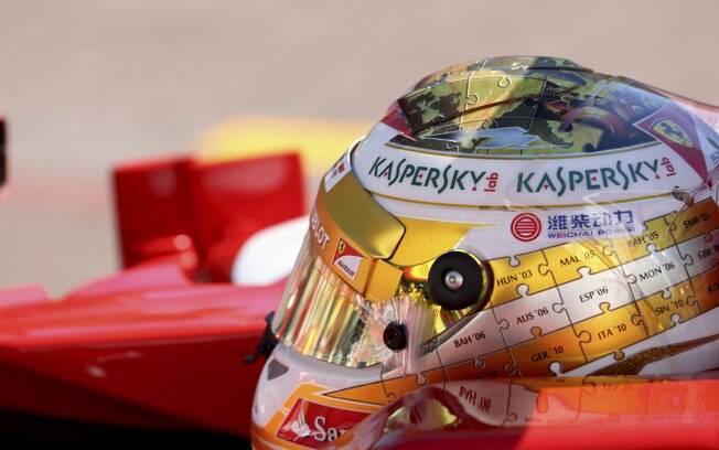 Alonso usa um capacete novo durante treinos e  final de semana em Mônaco