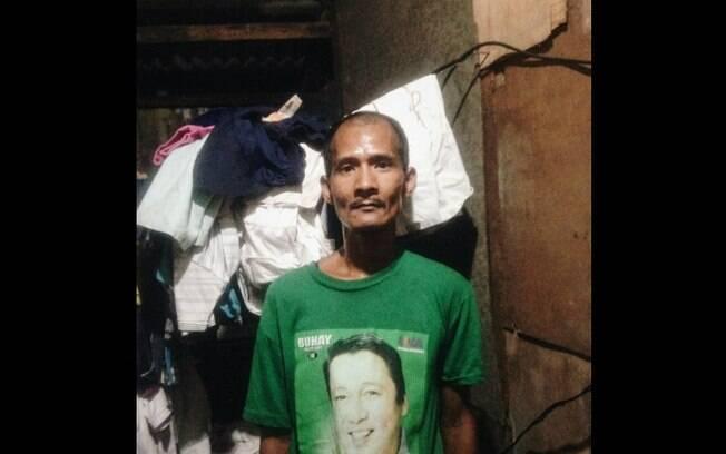 Homem mostrado na foto que se tornou viral é Ryan Arebuabo, um pai solteiro de 38 anos que sofreu um derrame