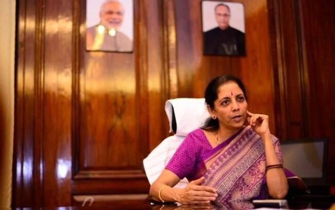 Nirmala Sitharaman foi nomeada a primeira mulher ministra da Defesa da Índia, nesta segunda-feira