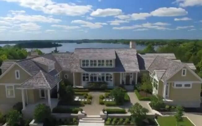 Mansão de Justin Bieber é completa: propriedade conta com academia, lago, cinema e até pista de cavalo