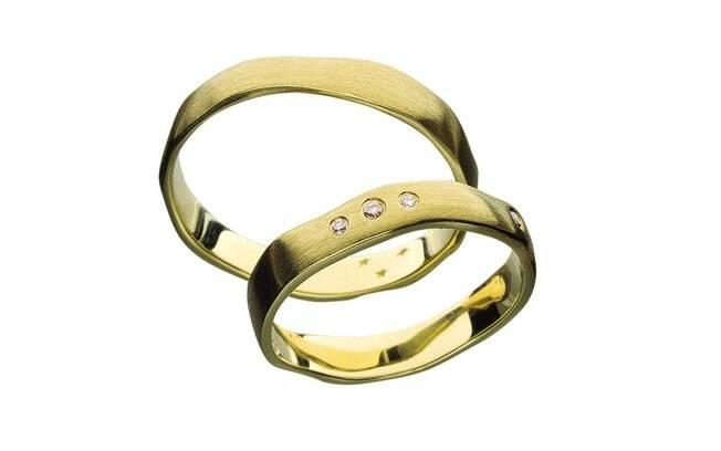 cbfc3d48338 Escolha a aliança perfeita para pedi-la em casamento - Objetos de ...