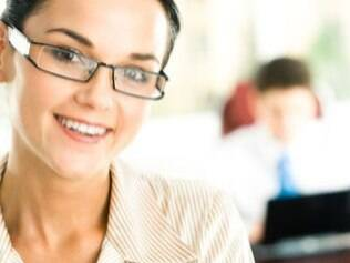 Mulheres maquiadas são consideradas mais competentes, aponta pesquisa
