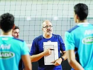 Marcelo Mendez prepara a equipe para manter a invencibilidade