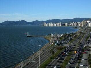 Florianópolis: a melhor forma de se mover na ilha é de carro