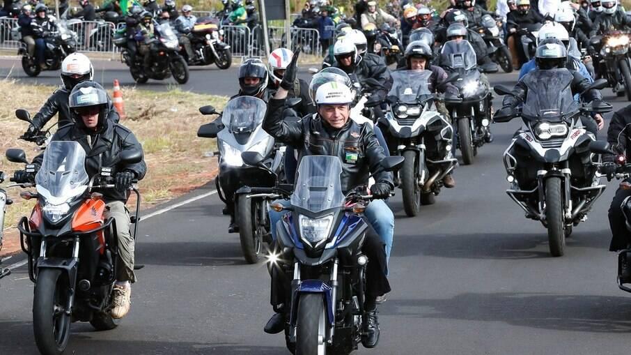 Bolsonaro participou de passeio com motociclistas em Presidente Prudente (SP) neste sábado (31)