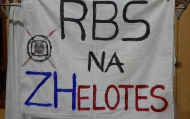 Afiliada da Rede Globo em Porto Alegre (RS) também foi alvo dos manifestantes. Foto: Reprodução/Facebook