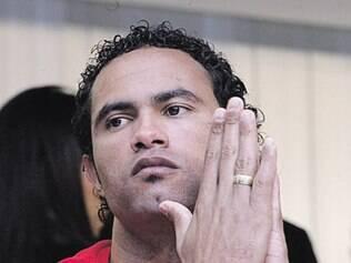 Aos 27 anos, ex-jogador do Flamengo limpa presídio e recebe um benefício de R$ 408,75