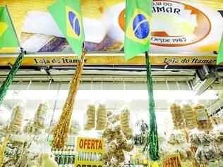 Exemplo. Mercado Central se preparou para receber o turista estrangeiro. Além da decoração e da cordialidade, já tradicionais, o local instalou terminais para tradução em diversos idiomas