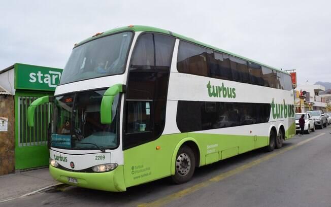 Para explorar o país durante sua viagem ao Chile, os ônibus podem ser a sua melhor opção para economizar