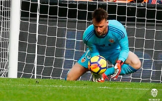 """Após ajudar o Valencia, Neto foca na seleção: """"Seguirei me dedicando ao máximo para defender o Brasil na Copa"""