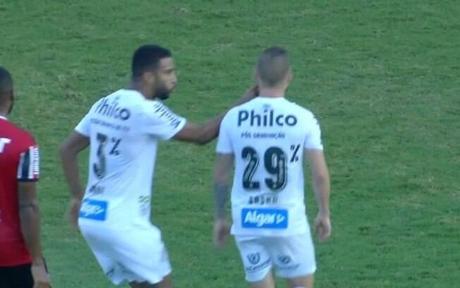 Sasha e Jorge discutiram no clássico entre Santos e São Paulo