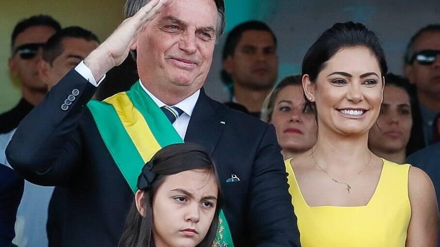 Bolsonaro, a esposa Michelle e a filha Laura