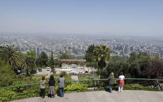 Do alto dos mirantes, vistas panorâmicas de Santiago