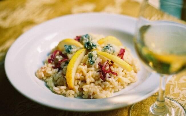 Clique aqui e veja o passo a passo de como fazer risoto com pera e gorgonzola