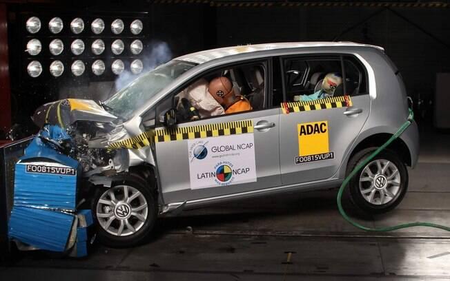 VW Up! durante o Latin NCAP, que classificou o modelo com cinco estrelas para adultos e quatro para crianças