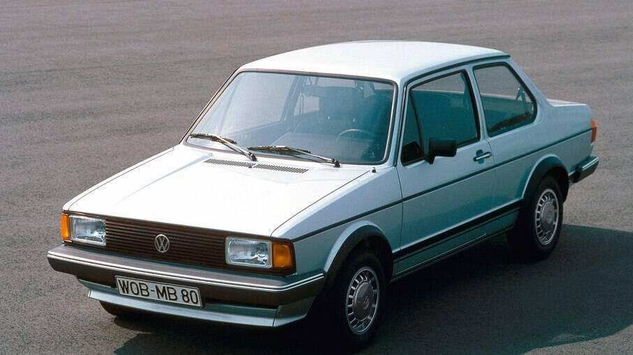 Volkswagen Jetta (1ª geração): lembra o Voyage da primeira geração que foi vendido no Brasil com duas e quatro portas