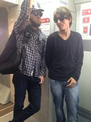 Rodrigo Faro e MC Guimê disfarçados no metrô
