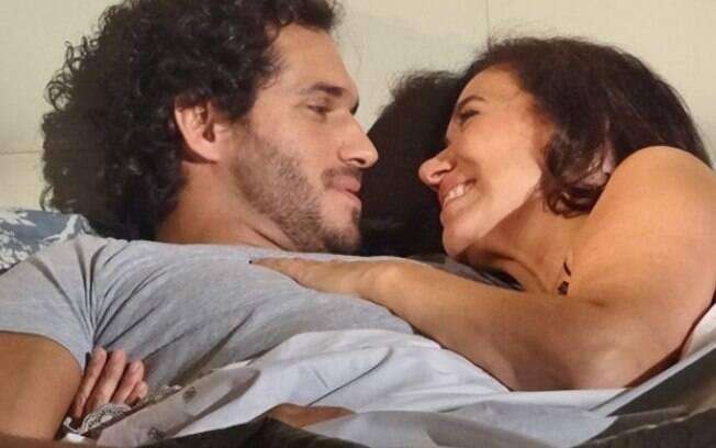 Cena do romance de Guaracy (Paulo Rocha) e Griselda (Lília Cabral) em