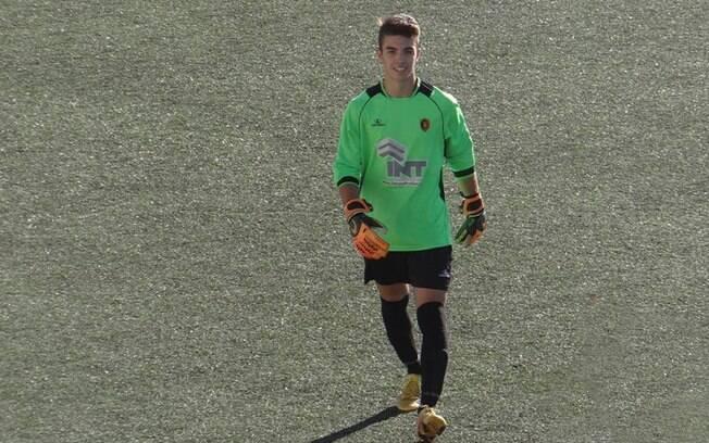 O jovem goleiro português José Pedro Baixo sofreu convulsão em campo e foi salvo por adversário