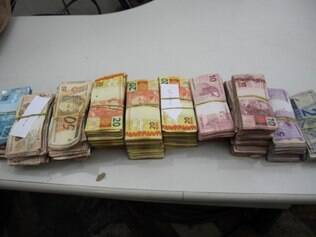 Na residência de Ynes do nascimento foram achados cerca de R$ 60 mil