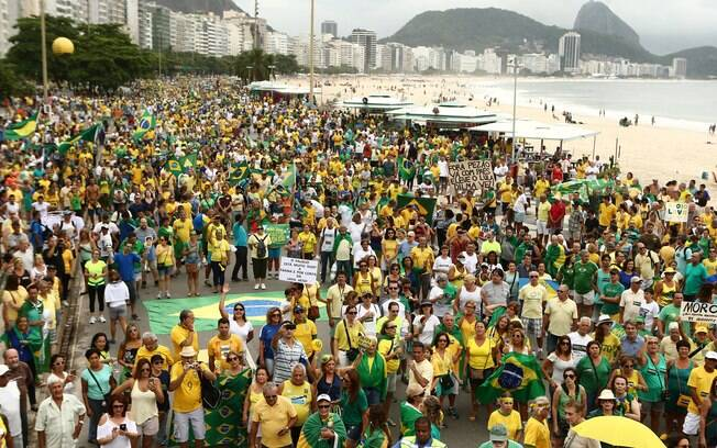 Manifestação em Copacabana: entre 700 mil e 1 milhão de pessoas, segundo organizadores