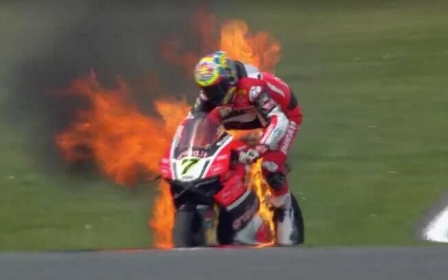 Chaz Davies também viu sua moto em chamas, em 2016