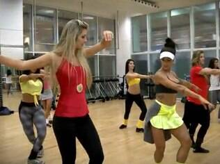 Tatiele takes part in the ballet rehearsal of Faustão