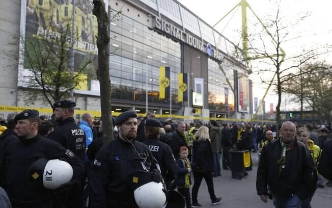 Equipe do Borussia Dortmund iria rumo ao estádio Signal Iduna Park para enfrentar o Monaco quando aconteceu incidente