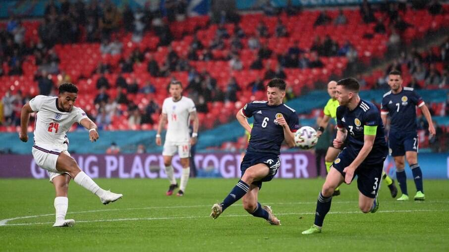 Inglaterra e Escócia fizeram jogo equilibrado em Wembley