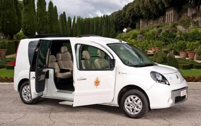O primeiro carro elétrico usado por um Papa foi a van Renault Kangoo ZE, usado para transportar o Papa Bento XVI pelo Vaticano.