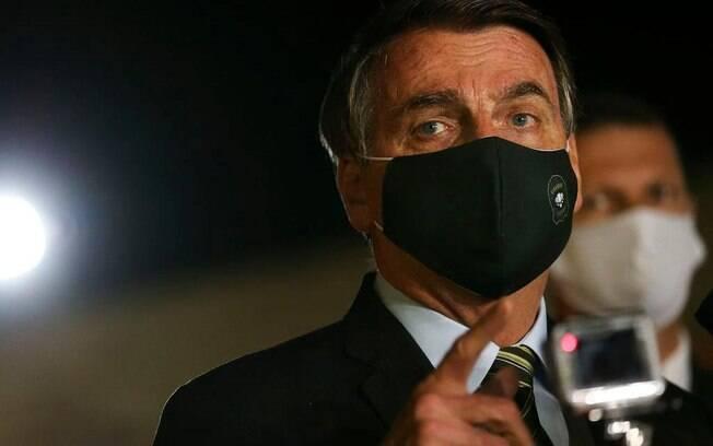 Bolsonaro relatou que começou a sentir os sintomas no domingo