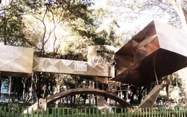Parque Santos Dumont abriga réplica do avião 14 BIS