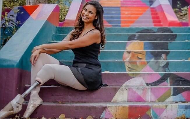 Bailarina Mel Reis foi homenageada com um grafite de Eduardo Kobra em uma escadaria em Pinheiros, São Paulo