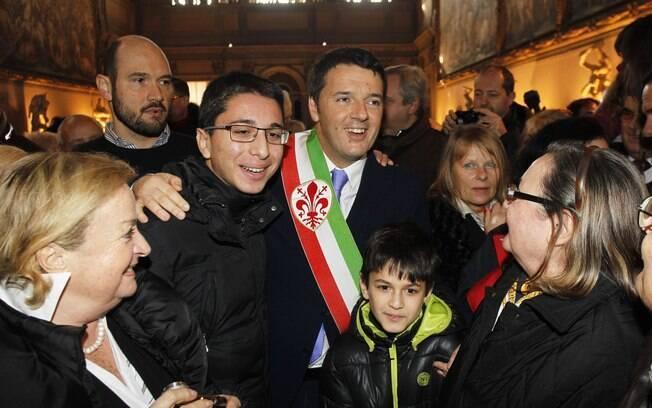 Matteo Renzi se diverte durante festa realizada em Florença, Itália, para o Dia dos Namorados, comemorado em vários países do mundo mês de fevereiro