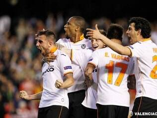 Paco Alcácer foi o grande nome da classificação e marcou três gols nesta quinta-feira