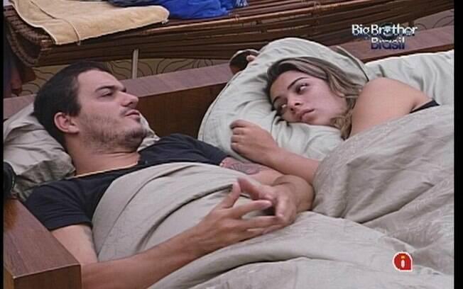Monique desabafa com Rafa sobre João Carvalho
