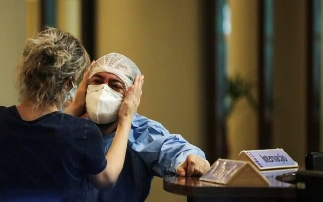Covid em Manaus: sem oxigênio, pacientes dependem de ventilação manual para sobreviver em Manaus