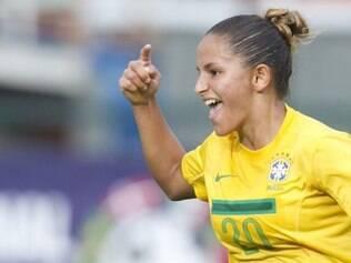 Debinha celebra gol da vitória brasileira contra a Austrália