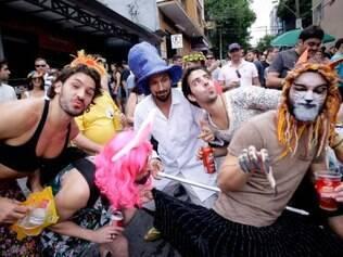 CIDADES . BELO HORIZONTE , MG  PRE CARNAVAL  O tradicional bloco Santo Bando desfila pelas ruas do bairro Santo Antonio, em Belo Horizonte  FOTO: LINCON ZARBIETTI / O TEMPO / 07.02.2015