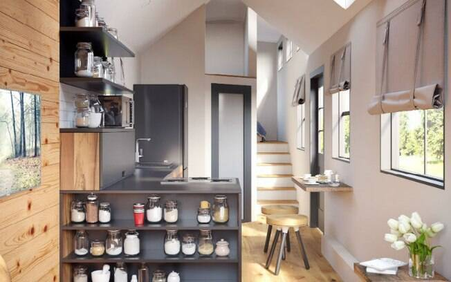 Feita a partir de um trailer gooseneck, a casa barata tem dois andares e custa R$ 328 mil