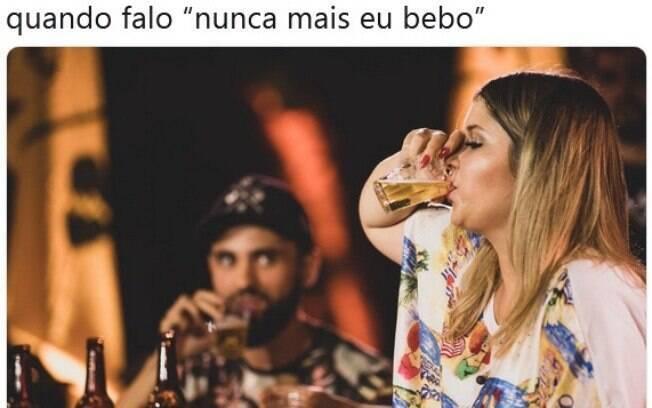 Marília Mendonça anuncia que parou de beber, posta foto entornando o caneco e leva bronca dos internautas no Twitter